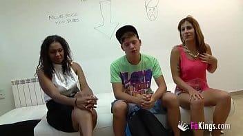Jeune gamin de cité baise deux prostituées pour sa première fois